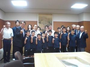 飯田市長表敬訪問小学生バレーボール